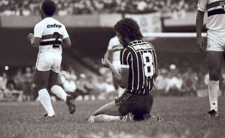 Sócrates reclama de falta na final do Campeonato Paulista de 1982