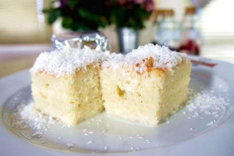 Quadradinhos de bolo gelado de coco