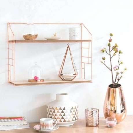 31. A decoração rose gold é perfeita para dar um toque delicado e feminino nos ambientes – Foto: Arsk Media