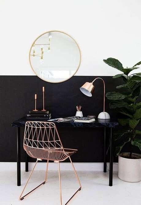 34. A decoração rose gold com detalhes em preto fica super sofisticada e moderna – Foto: Qanvast