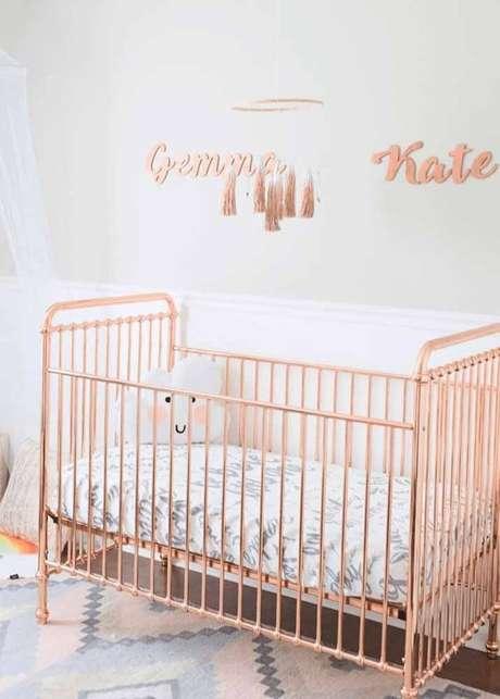 45. O quarto do bebê também pode receber uma decoração rose gold e ficar super charmoso – Foto: Pinterest