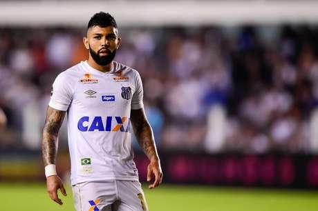Gabigol em jogo pelo Santos durante partida contra o Flamengo, na décima quinta rodada do Campeonato Brasileiro 2018