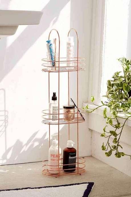 56. Modelo de aramado com acabamento rose gold para decoração de banheiro – Foto: Urban Outfitters