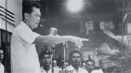 Primeiro-ministro de Cingapura Lee Kuan Yew, que governou de 1959 a 1990, foi o criador da campanha de limpeza