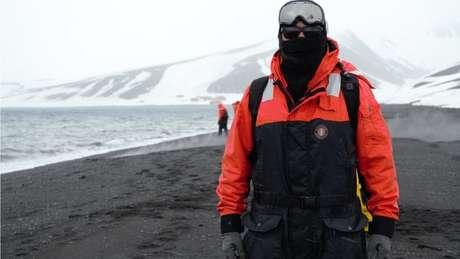 Pesquisador brasileiro viajou a Antártida para colher bactérias que produzem compostos capazes de inibir o desenvolvimento de um tipo de câncer