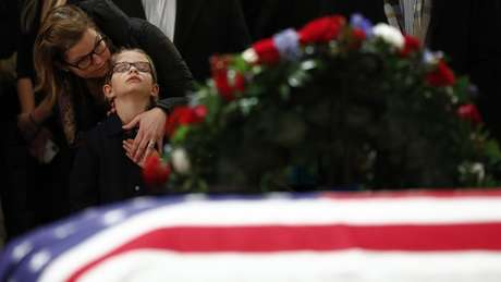 Milhares de americanos visitaram o local para despedir-se de George H.W. Bush