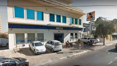 Assaltantes deram tiros e usaram explosivos durante tentativa de assalto a uma agência da Caixa Econômica Federal em São Carlos, interior de São Paulo