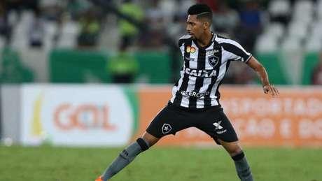 Matheus Fernandes tem 20 anos e é profissional desde 2016 (Foto: Vitor Silva/SSPress/Botafogo)