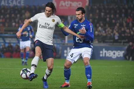 Cavani marcou gol do PSG na derrota para o Strasbourg (Foto: AFP)