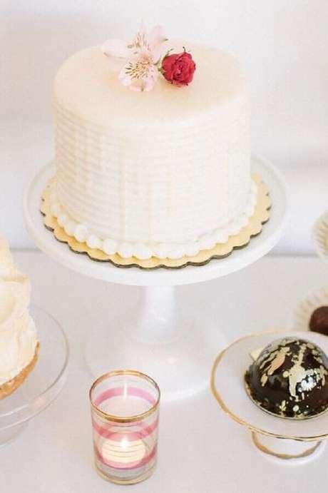 4. É muito importante se planejar bem para não cometer exageros ao escolher o bolo simples de casamento – Foto: The Holk