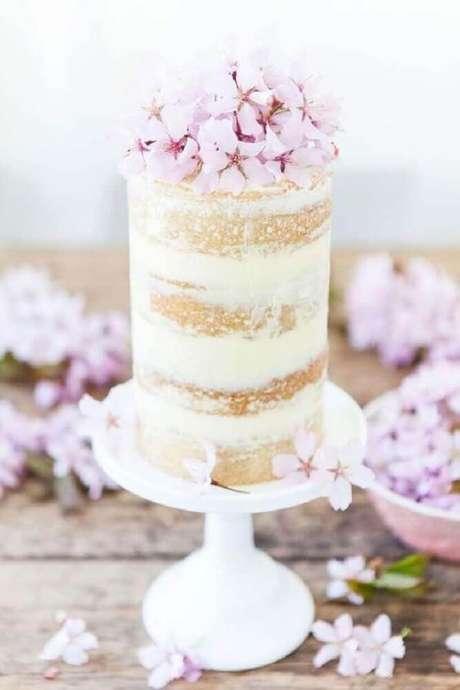 1. O bolo simples de casamento tem se tornando uma grande tendência para a festa do grande dia – Foto: Wedding Omania
