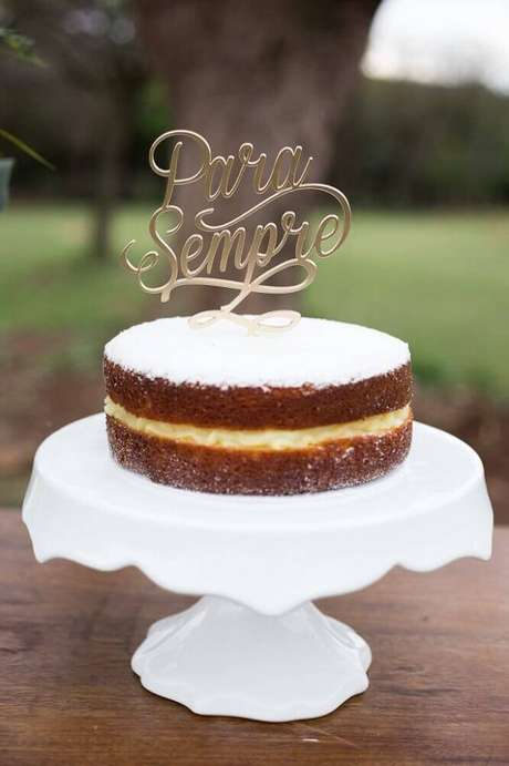 62. Modelo de bolo simples de casamento – Foto: 2Wed