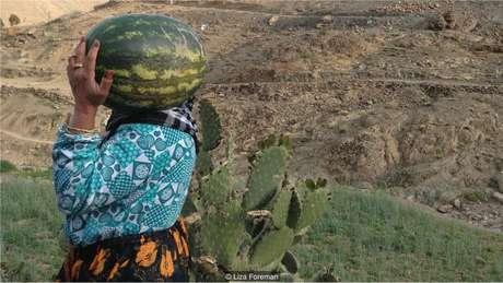 A vida em Idihr é semelhante à que os estudantes de Oxford observaram, com moradores trabalhando na terra como sempre fizeram