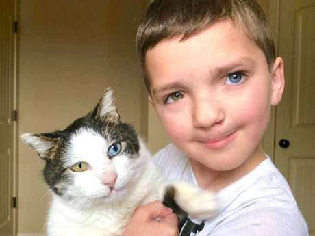 O garoto Madden, de sete anos, e seu gatinho Moon.