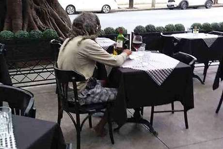 Catador insistiu em dar R$ 50, mas restaurante só aceitou R$ 10