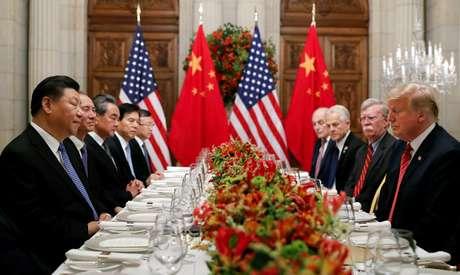 Donald Trump, presidente dos EUA, e Xi Jinping, presidente da China, durante reunião em Buenos Aires 01/12,/2018. REUTERS/Kevin Lamarque