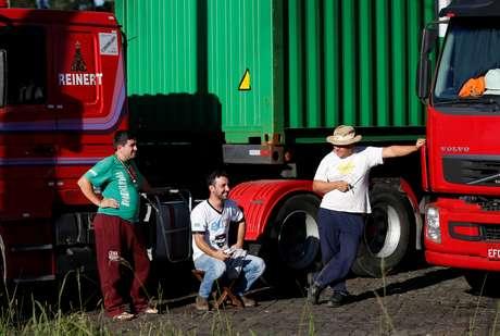 Caminhoneiros parados em Curitiba durante greve  22/5/2018   REUTERS/Rodolfo Buhrer