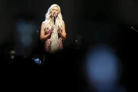 No seu show em São Paulo, Joss Stone fez questão de atender a pedidos de fãs