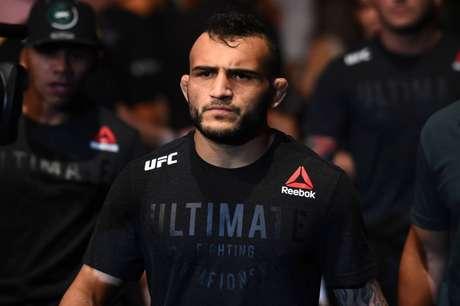 John Lineker terá o ex-campeão peso-galo Dominick Cruz pela frente no UFC 233, em janeiro (FOTO: Divulgação/UFC)