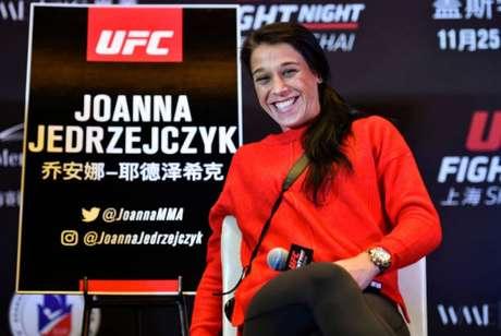 Ex-campeã peso-palha, Joanna tentará conquistar o cinturão peso-mosca neste sábado (Foto: Getty Images)