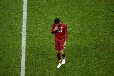 Joe Gomez lesionou-se na vitória do Liverpool por 3 a 1 sobre o Burnley (Foto: Geoffroy Van der Hasselt / AFP)