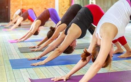 Mulheres no pilates, yoga, saúde