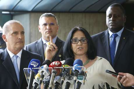 Damares Alves em entrevista coletiva após ser anunciada como ministra da Mulher, Família e Direitos Humanos
