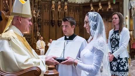 Jessica Hayes é uma das mais de 4 mil mulheres católicas em todo o mundo que têm empregos comuns e vida social, mas que optam por viver em castidade até o fim da vida em sinal de comprometimento com Deus