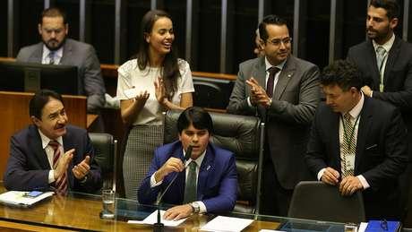 Se por um lado o número de parlamentares brasileiros não é excessivo, na comparação com o resto do mundo, os gastos definitivamente são