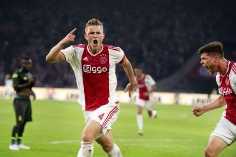 AAos 19 anos, De Ligt é o capitão do Ajax (Foto: AFP)
