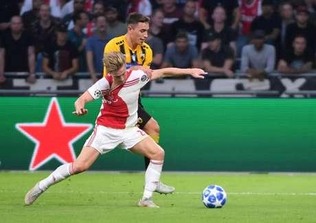 De Jong é um dos destaques do Ajax (Foto: AFP)