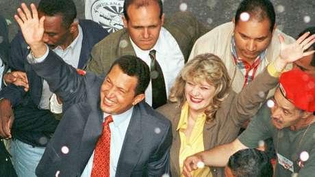 Chávez desvinculou sua imagem da velha política