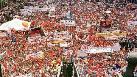 Na campanha, Chávez tomou como bandeira a luta contra a corrupção e a pobreza