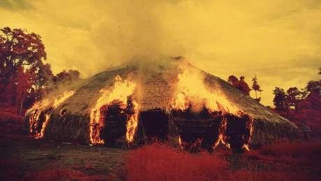 Os ianomâmi podem incendiar malocas quando migram, quando querem se livrar de uma praga ou quando um líder importante morre