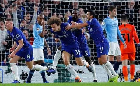 Jogadores do Chelsea comemoram gol contra o Manchester City