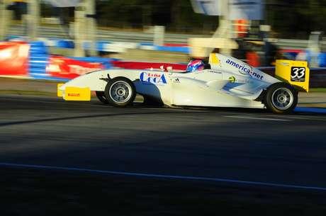 Facundo Garese domina e vence a primeira corrida em El Pinar