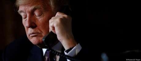 Trump parece se sentir acuado, enquanto avançam as investigações do procurador especial Robert Mueller
