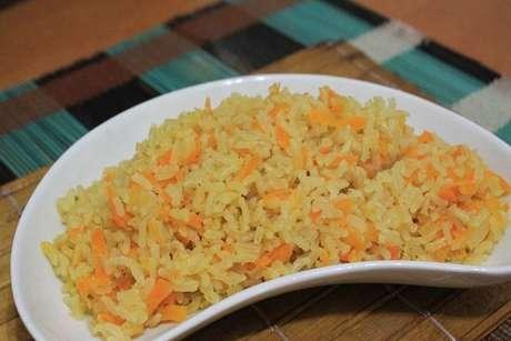 Arroz integral com cenoura ralada