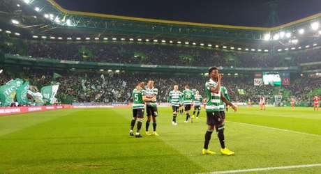 Diaby comemora o quarto gol (Foto: Reprodução)