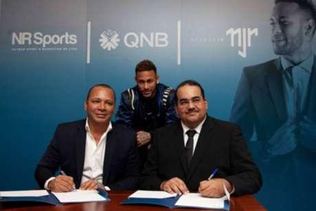 Neymar assina contrato de patrocínio com o banco QNB