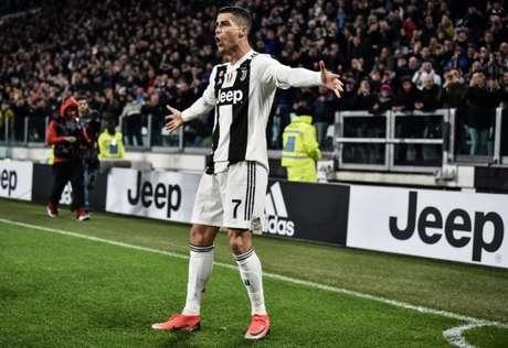 Cristiano Ronaldo falou que acha Messi um jogador fantástico (Foto: AFP)
