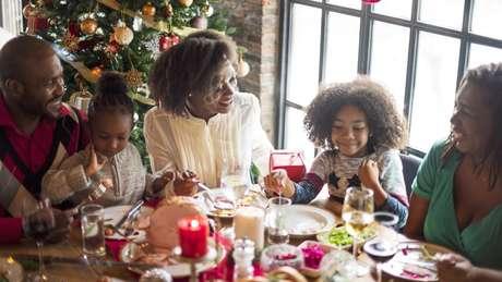 Festas de fim de ano costumam ser acompanhadas de banquetes em família