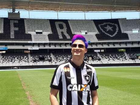 Youtuber Felipe Neto patrocina o Botafogo