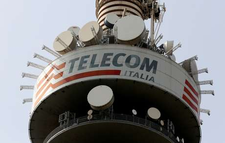 Torre da Telecom Italia em Roma, Itália 22/03/2016 REUTERS/Stefano Rellandini/File Photo