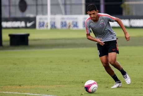 Matheus Matias em treino do Corinthians (Foto: Rodrigo Gazzanel)
