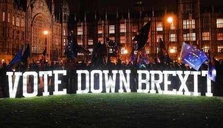 Protesto europeísta em frente ao Parlamento do Reino Unido, em Londres