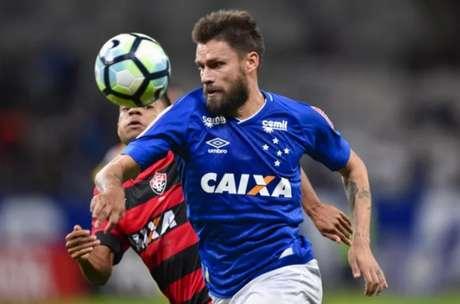 Sobis tem contrato com o Cruzeiro até o fim de 2019, mas não deverá ficar no elenco da Raposa- (Foto: Washington Alves//Light Press)