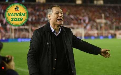 Ariel Holan é o nome da vez para assumir o comando técnico do Santos em 2019 (Foto: Independiente/Divulgação)