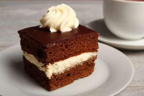 Confira as receitas de 4 recheios para bolo de chocolate