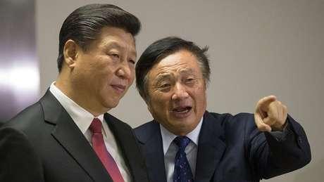 Ren Zhengei, em imagem junto ao presidente chinês, Xi Jinping